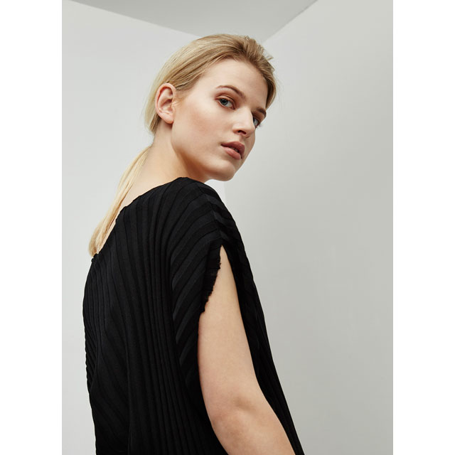 Camiseta asimétrica de punto canalé – Color negro - Looks de oficina - AD mujer - Adolfo Dominguez Online